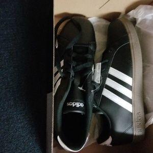 Big Boys Baseline Adidas Shoes
